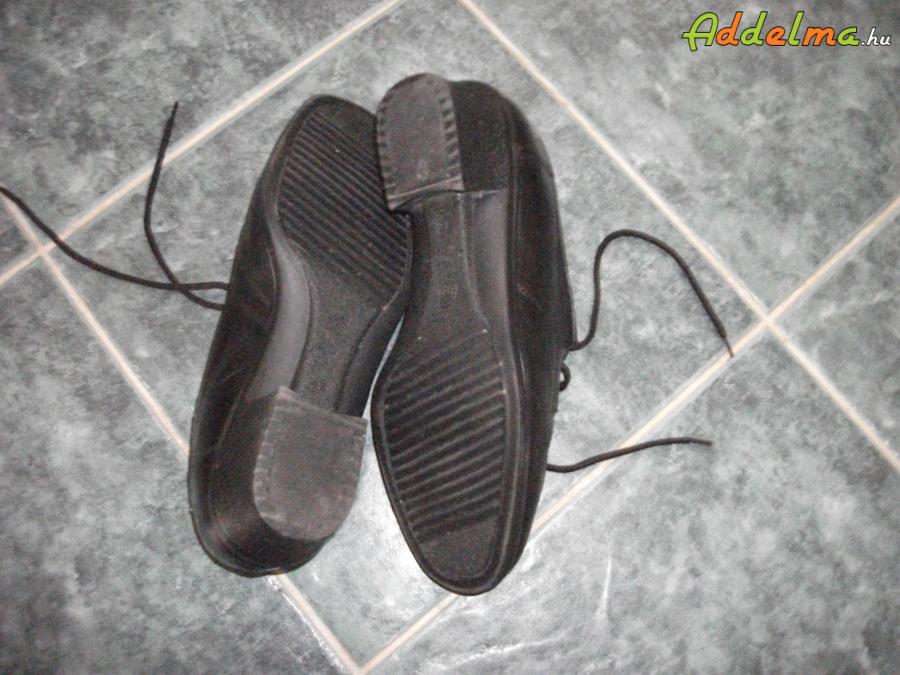 szép állapotú női cipő