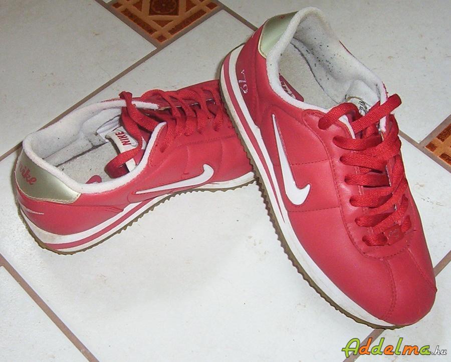Piros bőr Nike cipő eladó 38.5