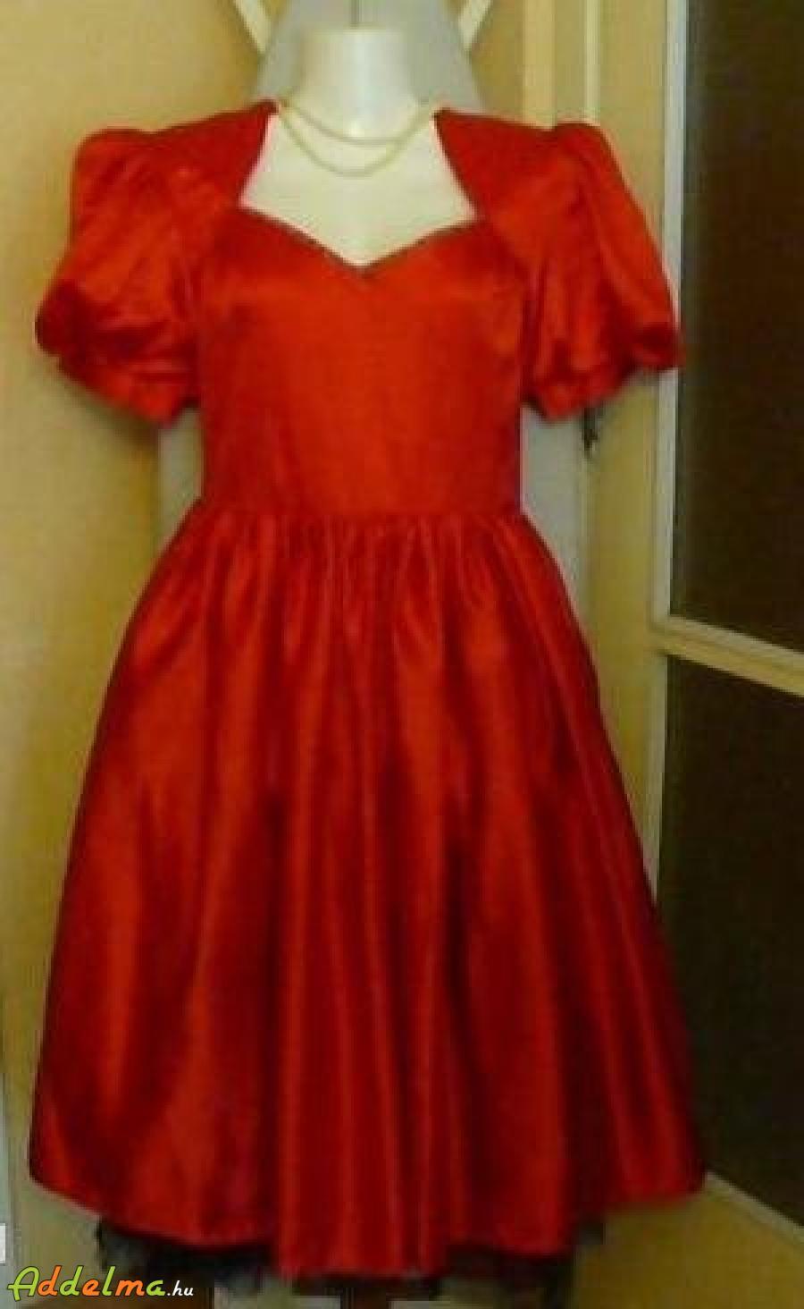 Piros ruha eladó