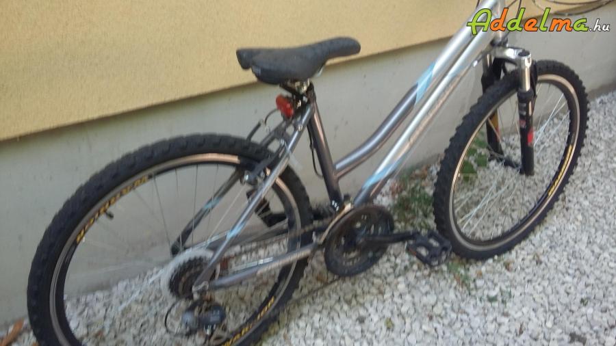 26 Női kerékpár eladó