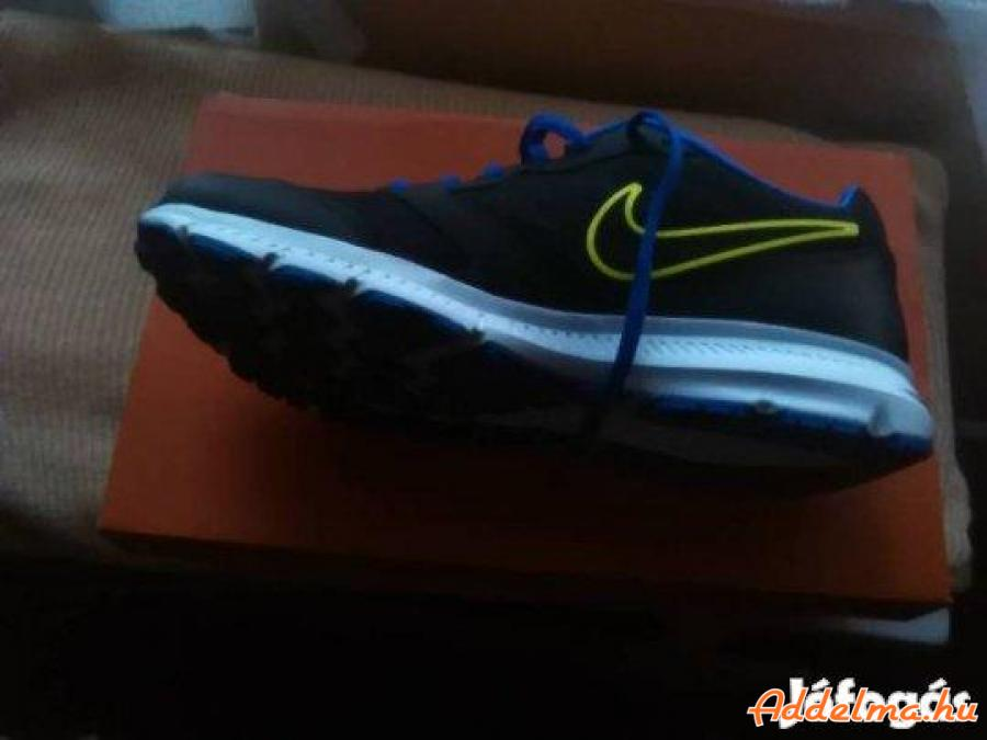 11 db férfi,új cipő