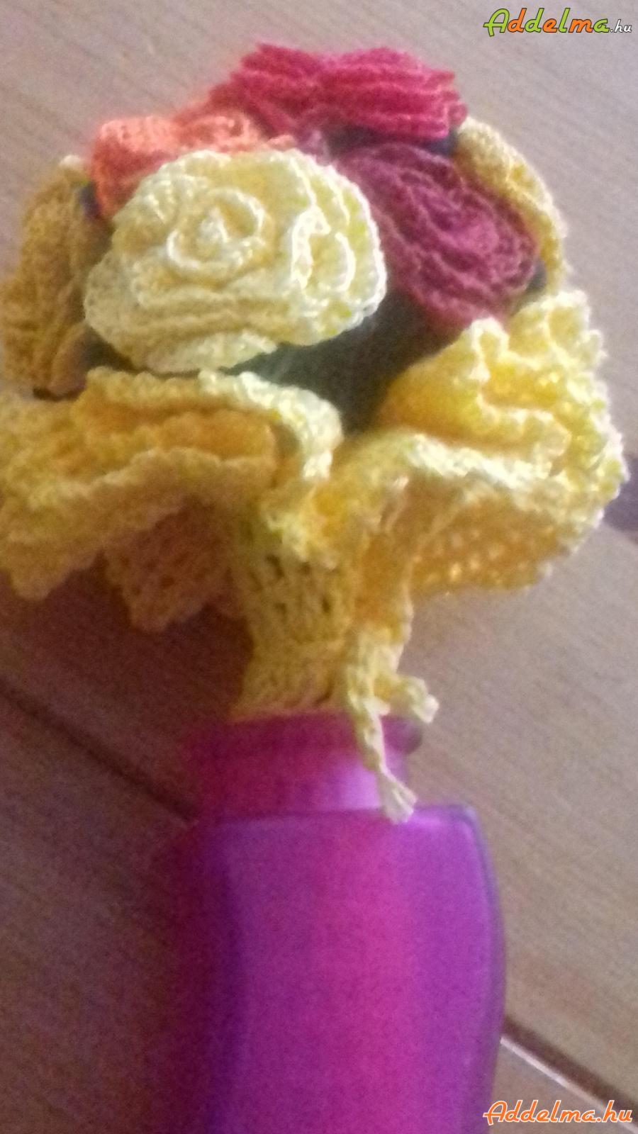 Rózsák  csokorba  /   horgolva/