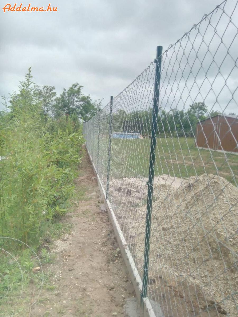 kerítés, vadháló, drótfonat, betonoszlop, nato drót