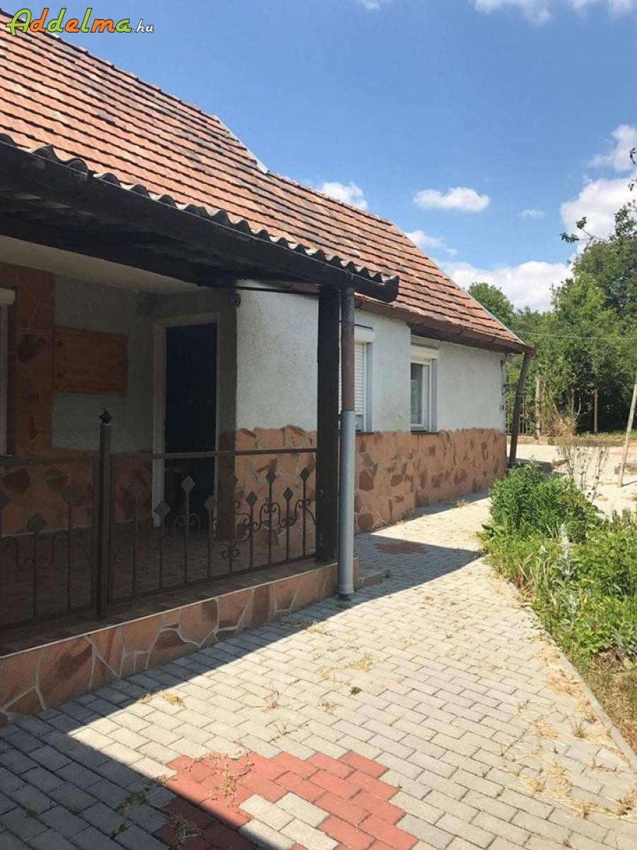 Eladó 220 m²-es családi ház, Komló