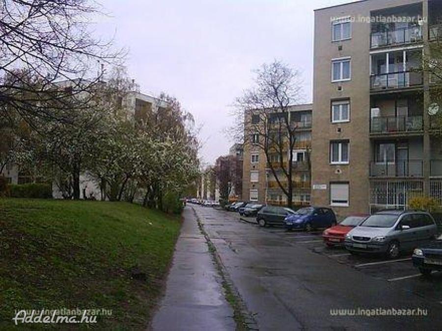10.kerületben garzon lakás