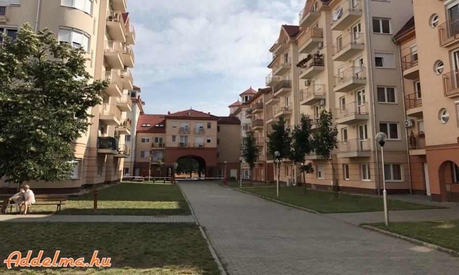 16.kerületben felújított 1 szobás lakás kiadó!