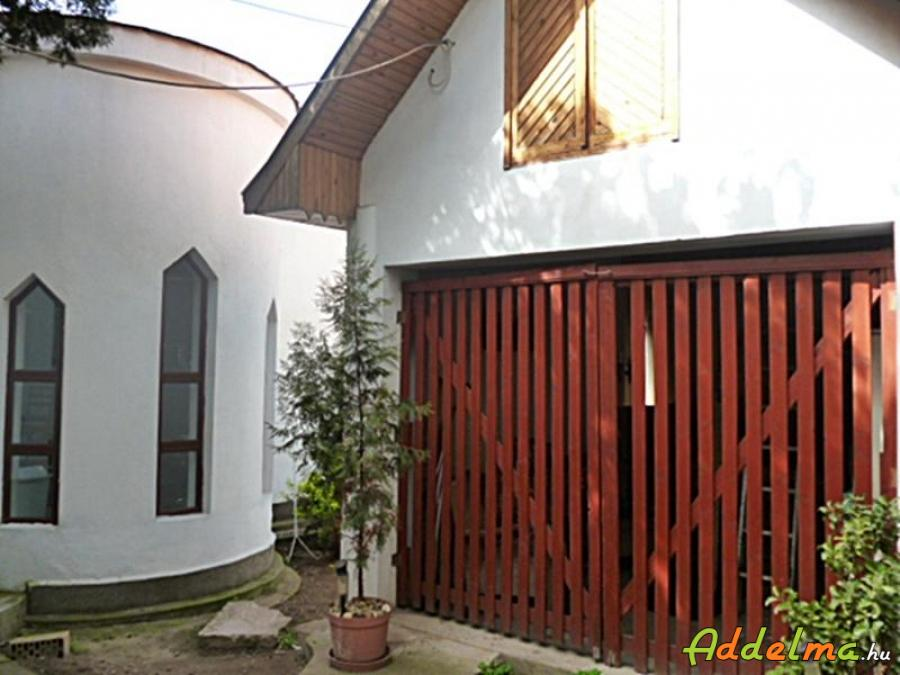 18.ker. ház + 3 üzlet együtt eladó