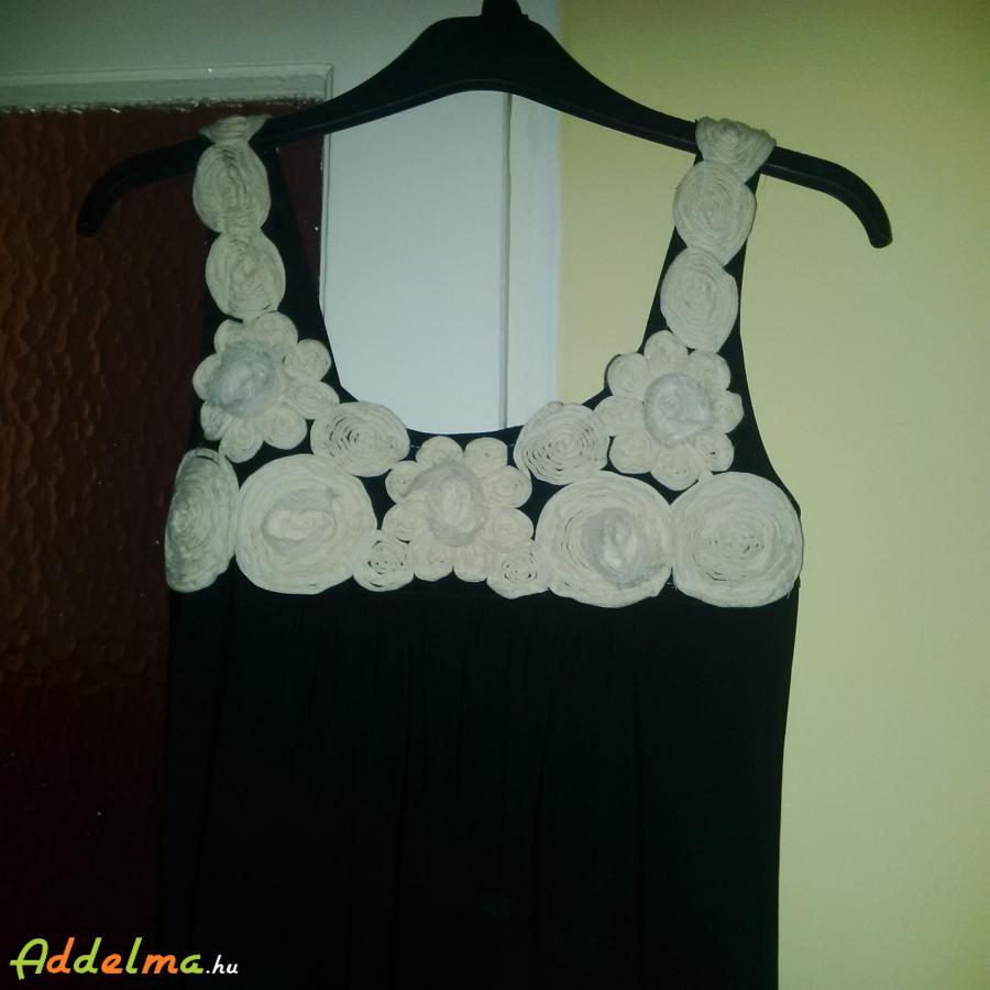 Virágos szép ruha :) M-es méretre ajánlanám fekete, fehér