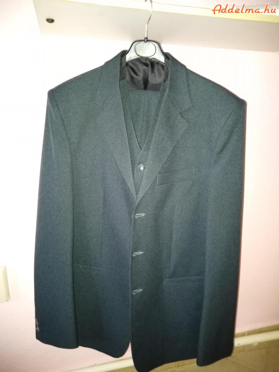 3 részes öltöny eladó.