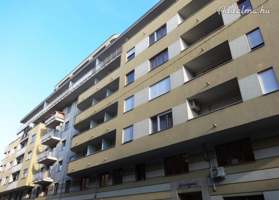 8.kerületben 1+fél szobás lakás kiadó