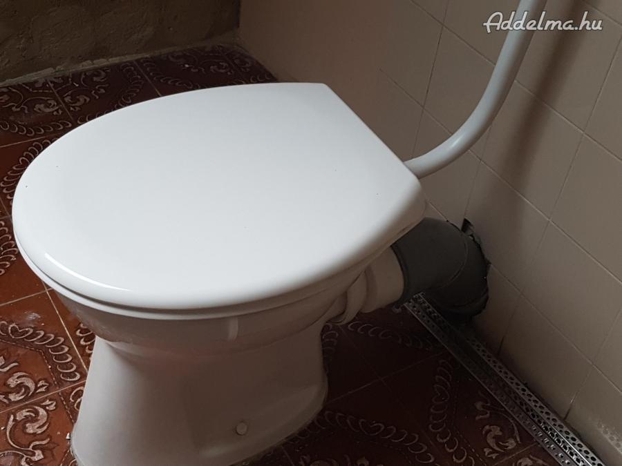 Alföldi wc lecsapódásmentes tetővel eladó.