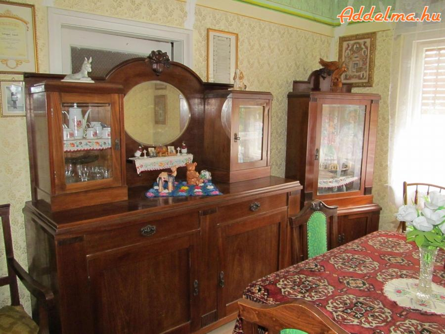 Antik étkezőgarnitúra,kanapé fotellel,szekrények