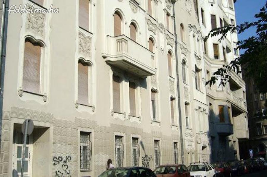 Bakáts téren 2 szobás lakás
