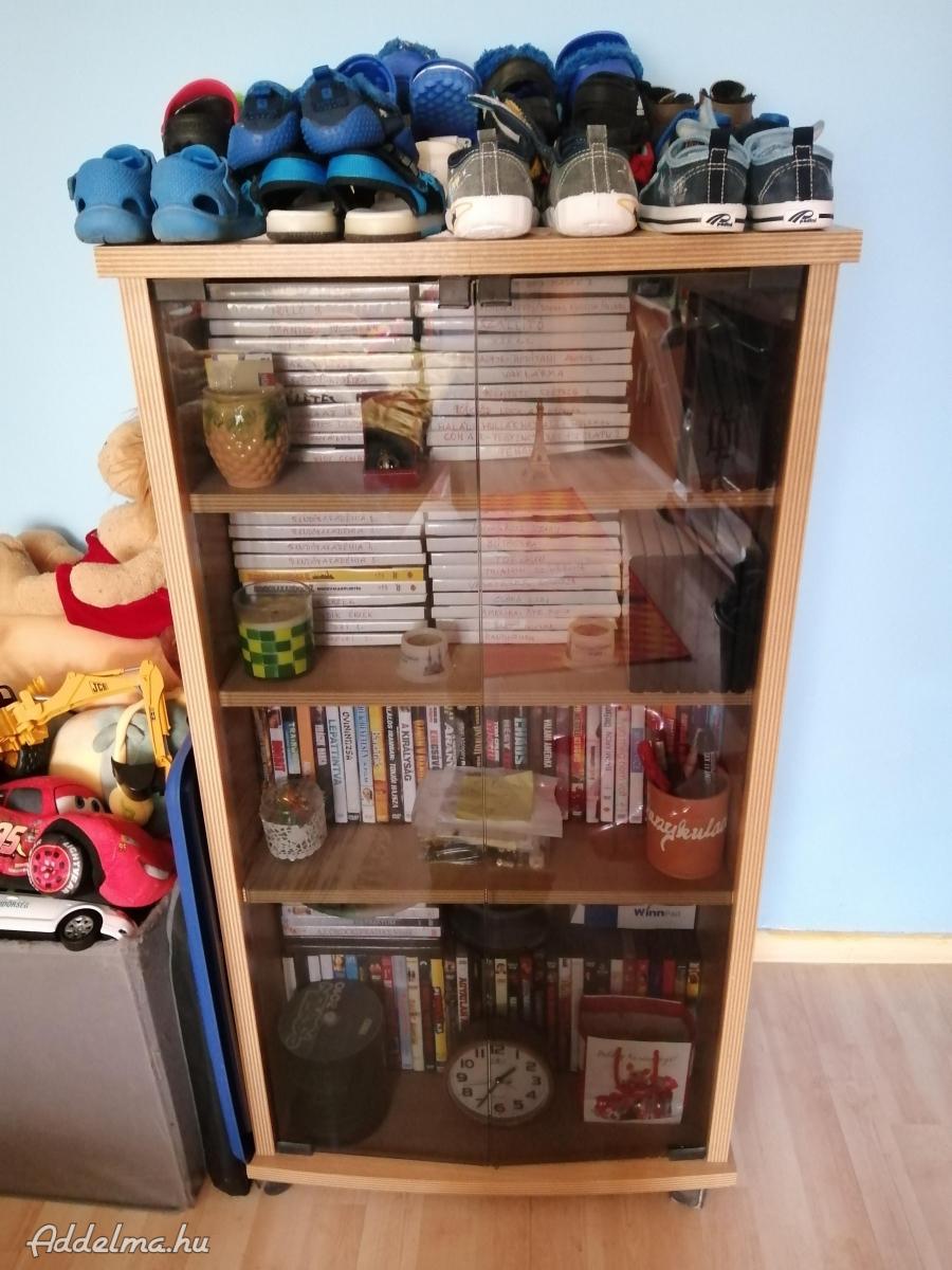 DVD és CD tartó polcos szekrény