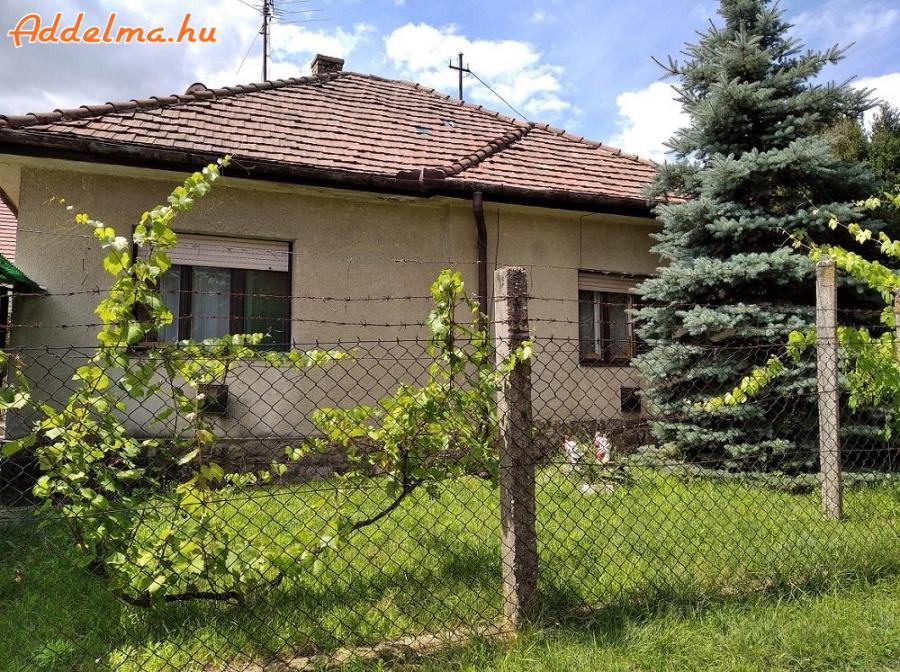 Gödöllőn családi ház olcsón eladó