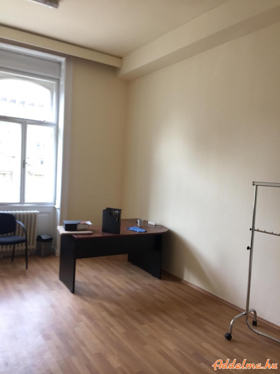 Kiadó irodák a Semmelweis utcában