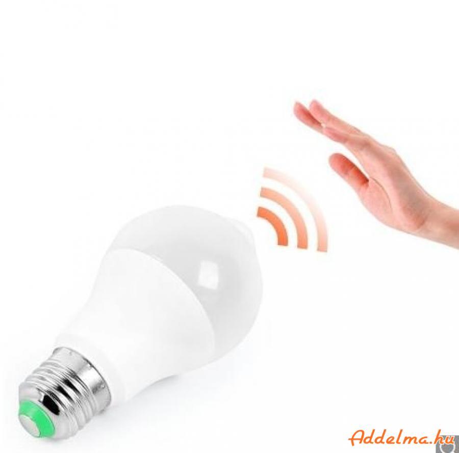 Mozgásérzékelős LED izzó fényérzékelővel 8W E27