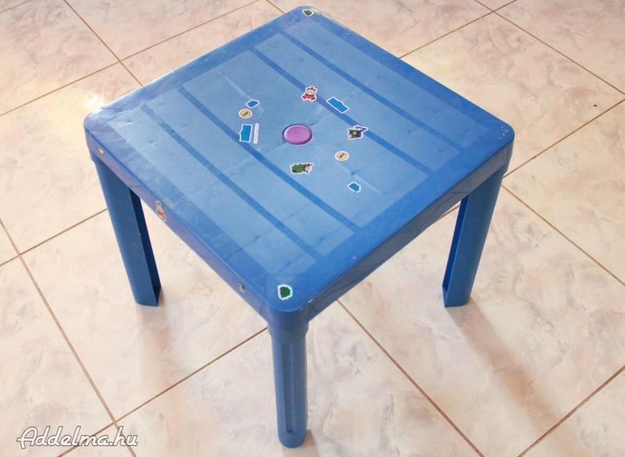 Műanyag játék gyerekasztal eladó