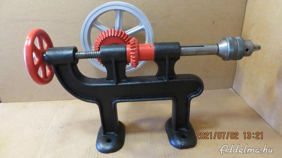 Működő antik kovács fúrógép gyűjtőnek, vagy használatra
