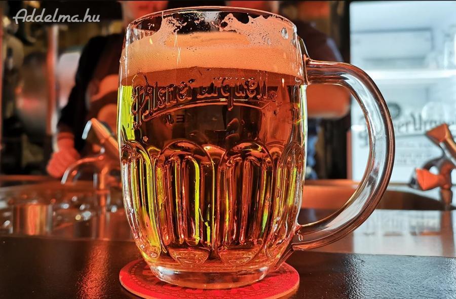 Pilsner Urquell sörös korsó 0,5L