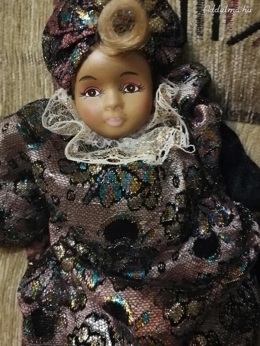 Porcelánfejű bohóc babák, és nemzetiségi babák eladók.